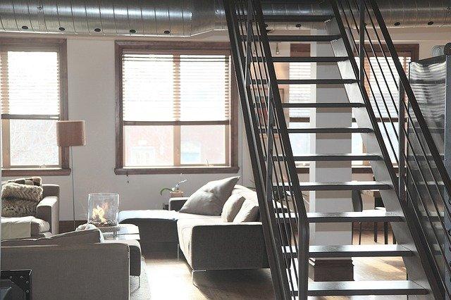 mieszkanie na ostatnim piętrze
